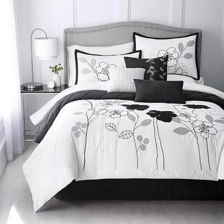 If you want to order bedding in Canada, shop with us! Creating a comfortable home is an important part of having a happy lifestyle. At Canadian Bedding Store, we believe that your bedrooms and bathrooms should be inviting spaces for you, your family, and your houseguests.